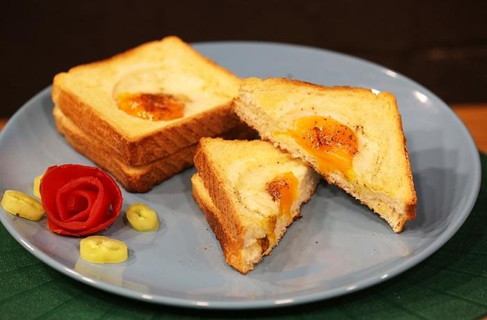 tost ekmeğinde fırında yumurta