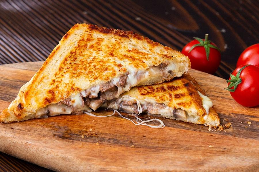 mantarlı kavurmalı tost