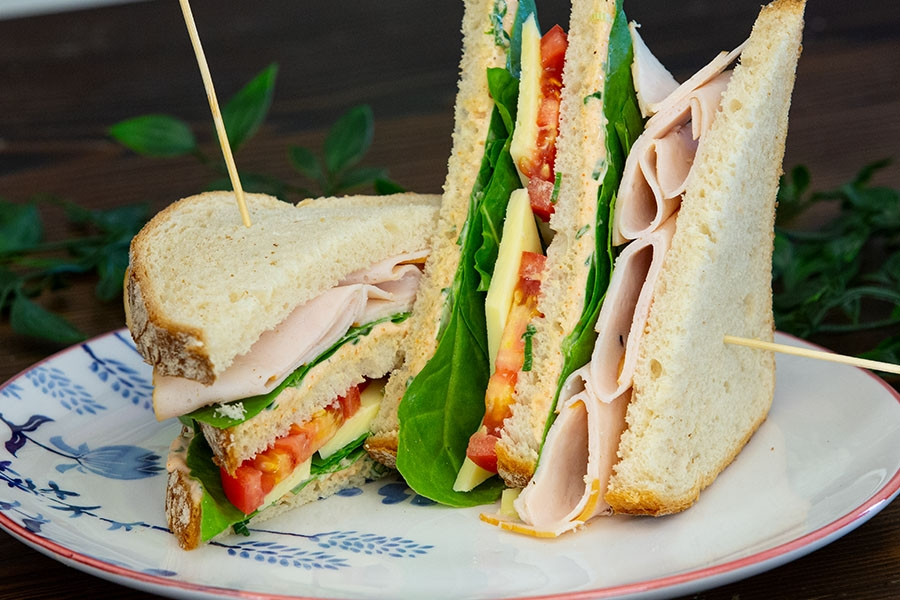 tavuk fümeli sandviç
